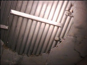 This image shows the vane packing area of the pressure vessel after chemical cleaning removed residual product. There is a slight deflection of the vane packing on the left side of the image.